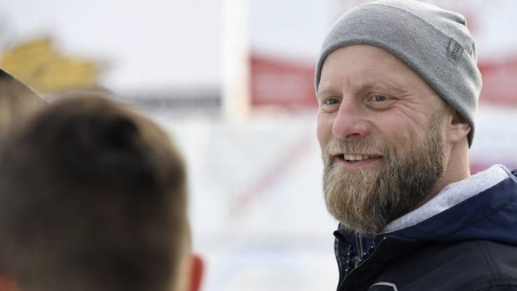 Jan von Arx besuchte am Dienstagnachmittag das Eisfeld bei der Schulanlage Bogen.