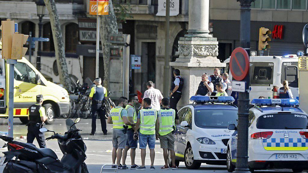 Viel Polizei und Helfer nach dem Terror-Anschlag auf der Las Ramblas