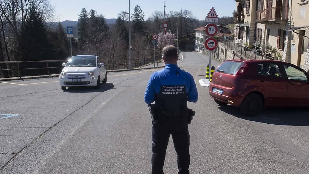 Bund schliesst weitere Grenzübergänge im Tessin