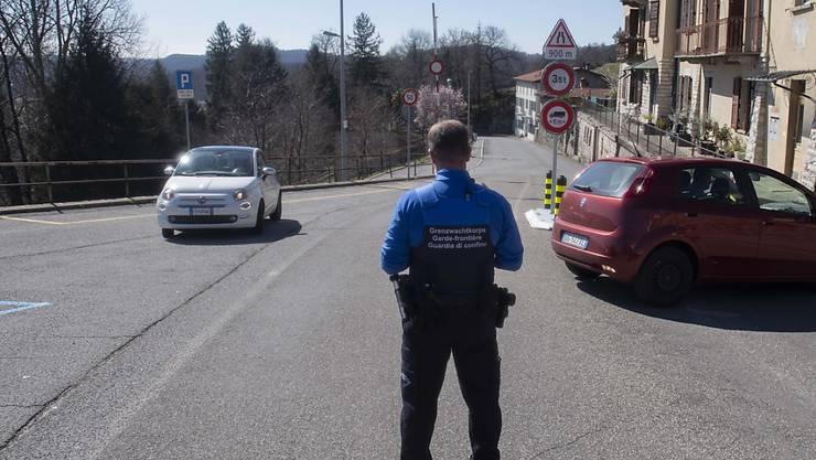 Nach San Pietro di Stabio am 11. März wurden um Mitternacht weitere Grenzübergänge zwischen Italien und der Schweiz geschlossen.