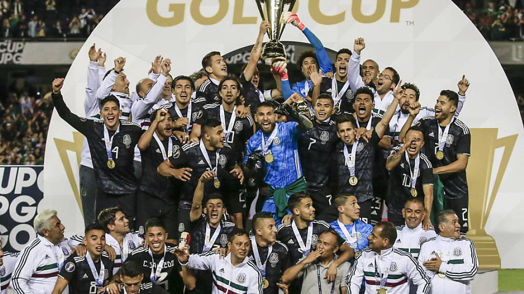 1:0-Sieg im Final gegen Gastgeber USA: Mexiko gewinnt zum achten Mal den Gold Cup, das Kontinental-Turnier der CONCACAF-Zone (Nord- und Mittelamerika und Karibik)