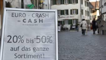 Euro-Crash=Cash: Die Aufhebung des Euromindestkurses durch die Schweizerische Nationalbank liess auch in der Oltner Altstadt die Preise purzeln.