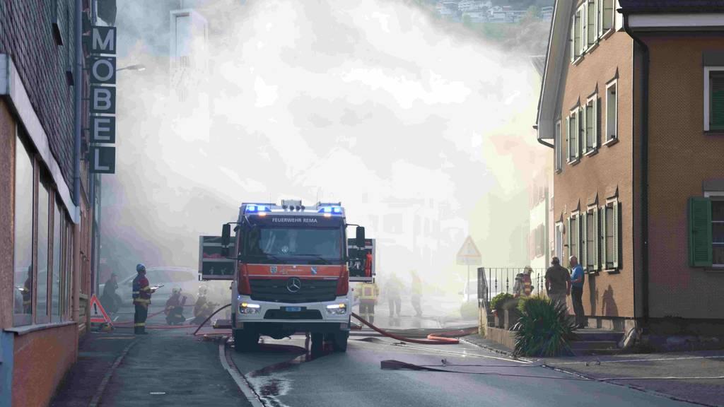 Brand in Mehrfamilienhaus: Wohnung nicht mehr bewohnbar