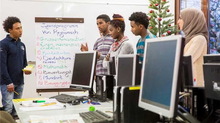 Ein Programm in der Zuchwiler Regiomech bereitet juunge Flüchtlinge auf die Lehre vor. (Archiv)