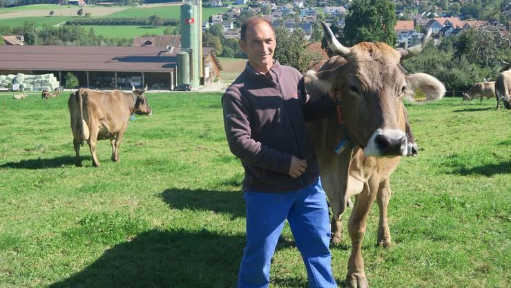 Kühe wie auf der Milchpackung: Roland Käser führt seinen Hof in Aesch in der vierten Generation. Dass  seine Kühe enthornt würden, stand nie zur Debatte.