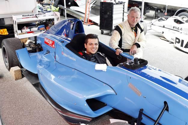 Bald in der Formel 4? Robin Faustini (links) mit seinem Vater Simon Hugentobler aus Suhr in ihren Boxen.