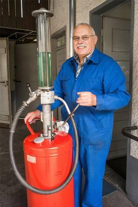 Sprit: Benzin-Pumpe für Zweitakter.