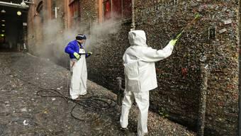 Die Gum Wall in Seattle wird mit Hochdruck gereinigt