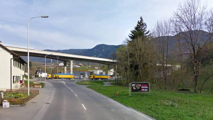 Die Brücke der A16 quert das Tal zwischen Moutier und Gänsbrunnen bei Eschert und verbindet den Raimeux-Tunnel mit dem Moutier-Tunnel