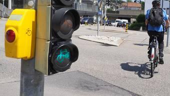 Velofahrer sollen abbiegen dürfen, auch wenn für Autofahrer rot gilt. (Symbolbild)