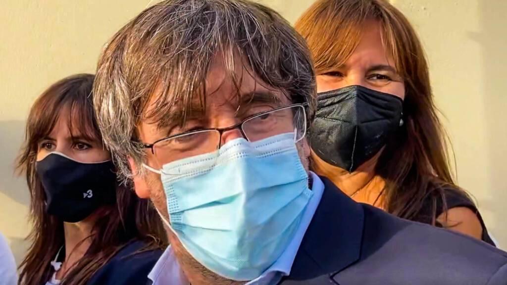 Nach Freilassung trifft Separatist Puigdemont auf Sardinien Politiker