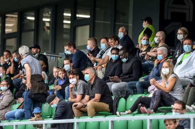 Die Maskentragepflicht in den Stadien gilt zwar weiter, dafür dürfen wieder mehr als nur 1000 Zuschauer zum Fussball oder Eishockey.