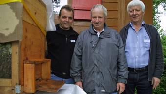 Sie führten durch den Lehrbienenstand Möösli: Bruno Heggli, Betriebsberater, Werner Küng, Belegstationschef, und Theo Meyer, Präsident der Oberfreiämter Bienenzüchter (von links). Martha Zurfluh