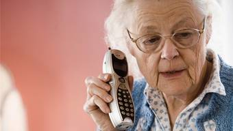 Immer wieder fallen ältere Leute auf Enkeltrickbetrüger herein. (Symbolbild)