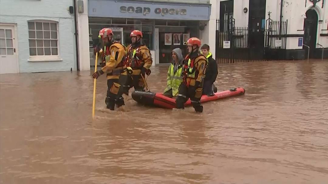 """Sturm """"Dennis"""": Fast 600 Flutwarnungen in Grossbritannien"""