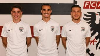 Sie haben Verträge bis 2022 beim FCA unterschrieben (v.l.): Silvan Schwegler, Flavio Caserta und Ersan Hajdari.