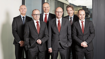 Daniel With, Iwan Suter, Patrick Binkert, Hanspeter Lüthi, Heinz Jäggi und Patrick Weber (von links) leiten die sechs Raiffeisenbanken in der Region Baden-Brugg.