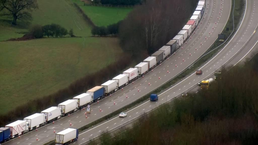UK: Lastwagenfahrer sind angespannt - Rund 10'000 Fahrzeuge warten auf Ausreise