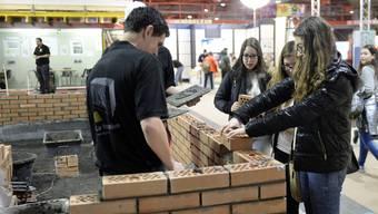 An der Berufsmesse in Zürich erhalten Schüler auch in Berufe Einblick, an die sie vorher vielleicht gar nicht gedacht haben.