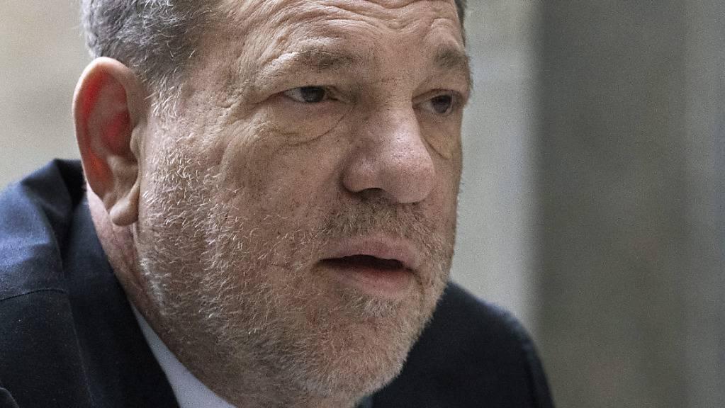 Mit Gewalt Sex erzwungen haben soll sich Harvey Weinstein in seiner Machtposition im Filmgeschäft von Hollywood. Das jedenfalls behaupten nicht wenige Schauspielerinnen, die aber dank dem Schwergewicht auch Karriere gemacht haben.