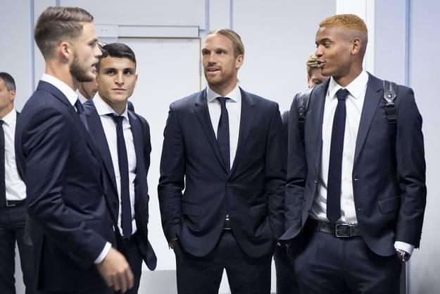 Ricky van Wolfswinkel, Mohamed Elyounoussi, Michael Lang und Manuel Akanji vor dem Spiel gegen ManU in der Champions League.