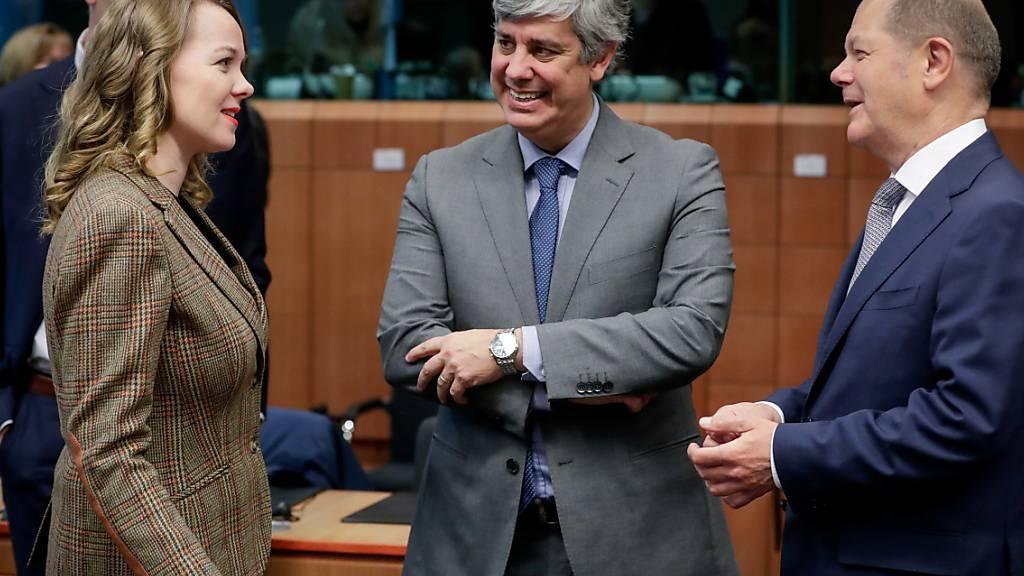 Der Chef der sogenannten Euro-Gruppe und portugiesische Finanzminister, Mário Centeno (Bildmitte), befürwortet die Vorhaben von Merkel und Macron und bezeichnet sie als Weg zu einer Fiskalunion mit gemeinsamer Haftung für die Schulden der Euro-Länder. (Archivbild)