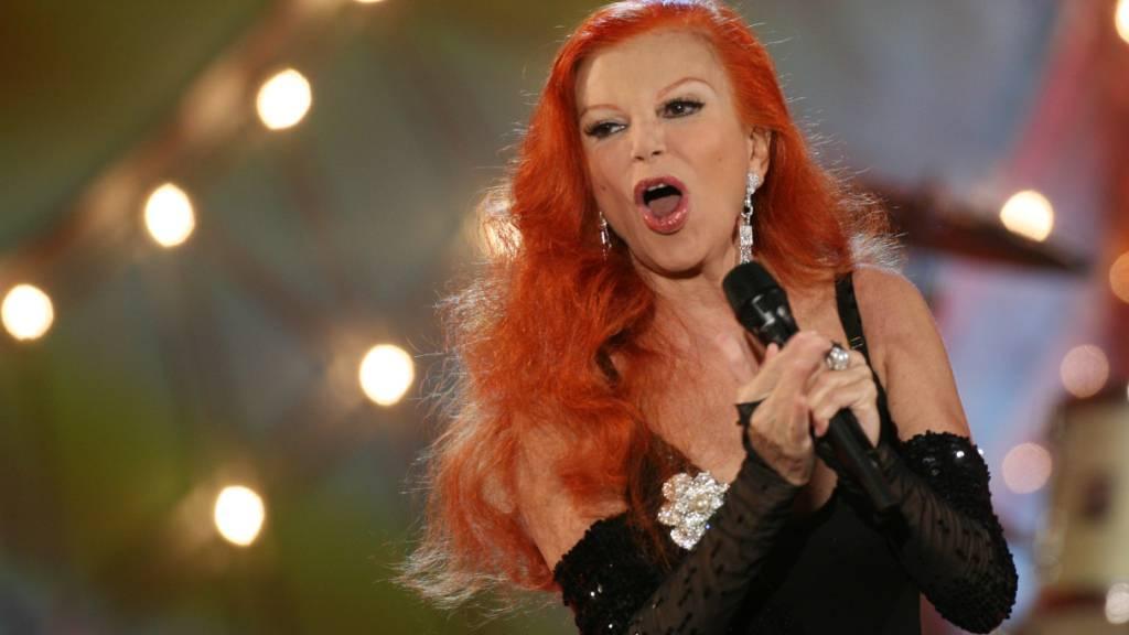ARCHIV - Die italienische Sängerin Milva 2008 bei einem Auftritt in Berlin. Foto: picture alliance / dpa