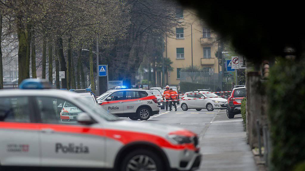 Nachdem am Donnerstag zwei verdächtige Gegenstände in Lugano gefunden wurden, sperrte die Polizei Strassenabschnitte in der Innenstadt ab.