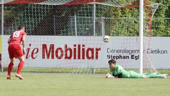 Dietikons Torhüter Winkler (r.) und Teamkollege Miljkovic (18) beim 0:2.