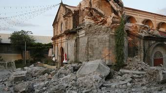 Beim Erdbeben der Stärke 6,1 auf den Philippinen am Montag stürzten mehrere Gebäude ganz oder teilweise ein.