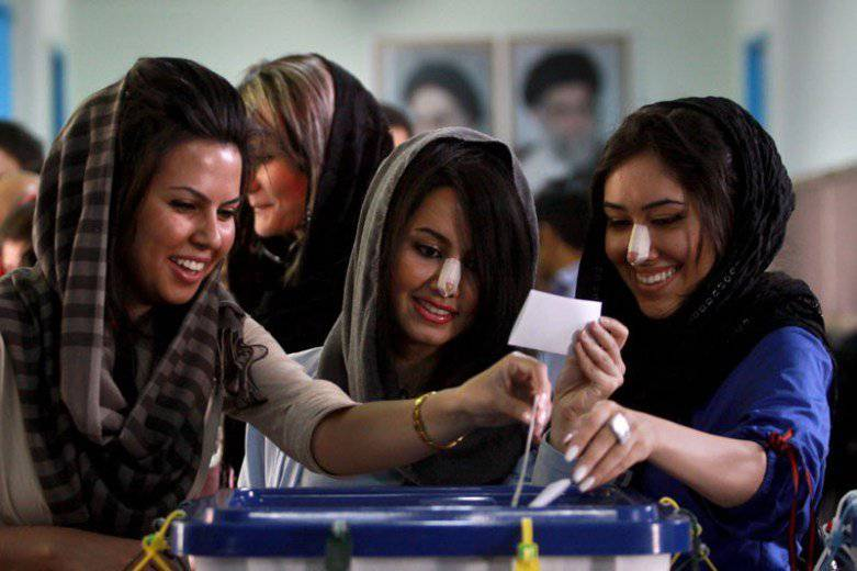 So sehen die frisch operierten Iranerinnen aus. (Bild: jetsettimes.com)