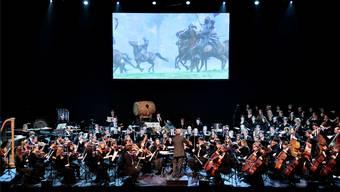 Die 80 Musiker und 40 Sänger des 21. Century Symphony Orchestra zogen die Zuhörer in der Rythalle in ihren Bann.