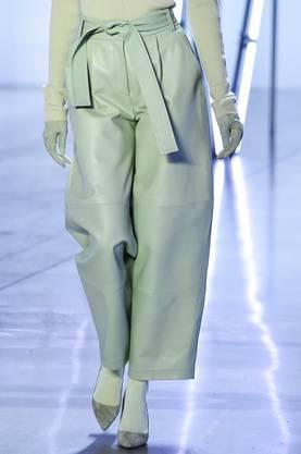 Ein mintgrünes Lederdress von Sally LaPointe .  Bild: Getty Images