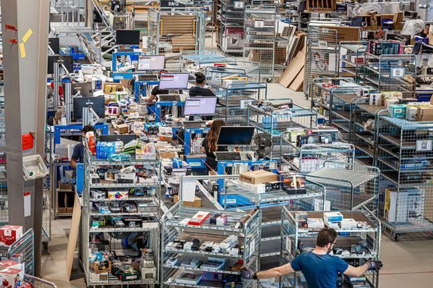 Das Online-Geschäft boomt: Galaxus-Lager in Wohlen AG.