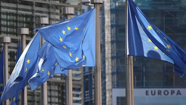 Flaggen der EU vor dem Hauptsitz in Brüssel (Symbolbild)