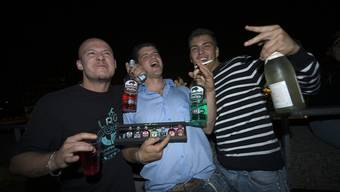 Jugendliche sollen in Basel in der Nacht wieder mit Alkohol feiern dürfen.
