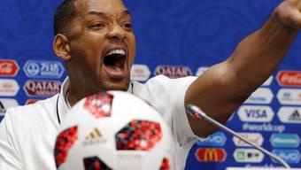 """Der Schauspieler und Sänger Will Smith am Freitag in Moskau bei der Medienkonferenz zur Abschlussfeier. Er fiebert für keinen der Finalisten mit. Allerdings sympathisiert er mit dem kroatischen Goalie Danijel Subasic: """"In Amerika mögen wir die Underdogs""""."""