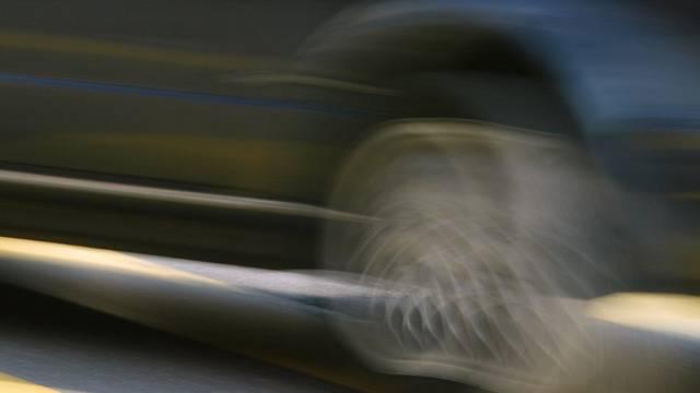 Ein schwarzer Chevrolet Corvette C06 raste am Dienstagabend in Tagelswangen ZH durch eine Verkehrskontrolle (Symbolbild).