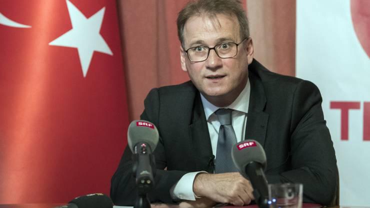 Der türkische Botschafter in der Schweiz, Ilhan Saygili, legte am Dienstag vor den Medien die offizielle Sicht der Türkei zum gescheiterten Putsch dar. Dabei kritisierte er den Westen.