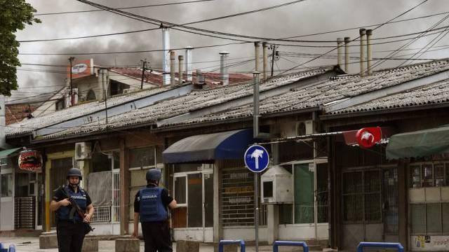 Polizisten in den Strasse von Kumanovo