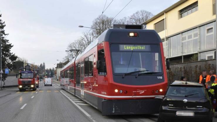 """Es hat wieder mal gekracht: Ein Auto wurde vom """"Bipperlisi"""" in Solothurn erfasst. Zwei Personen erlitten Verletzungen."""