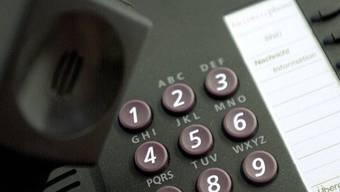 Bei dubiosen Telefongesprächen solle man sofort die Polizei informieren. (Symbolbild)