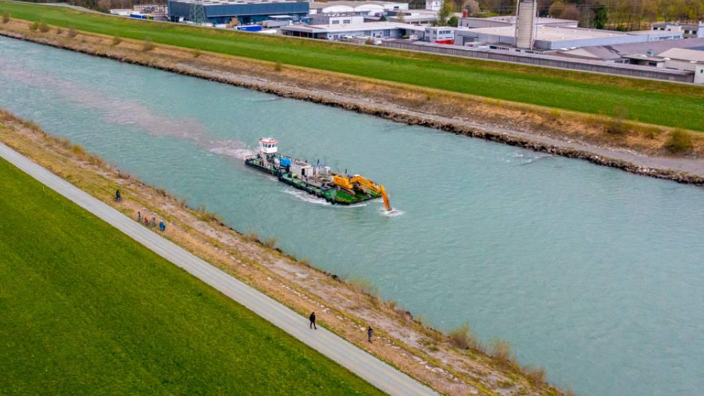 Als Vorbereitung auf das Hochwasserschutzprojekt Rhesi läuft auf dem Alpenrhein bei Kriessern SG ein wissenschaftlicher Versuch.