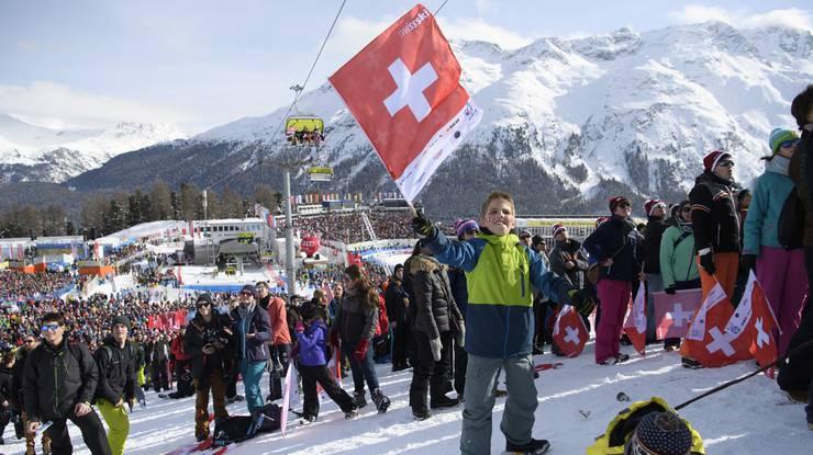 Die Schweizer Fans erleben einen goldigen Tag in St. Moritz.