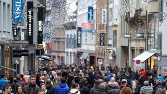 Als wäre schon morgen Heiligabend: Tausende begaben sich gestern in die Freie Strasse – wenn auch nur zum Gucken. Ken