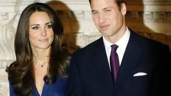 Sind bei den Briten beliebt: Prinz William und seine Verlobte Kate Middleton (Archiv)