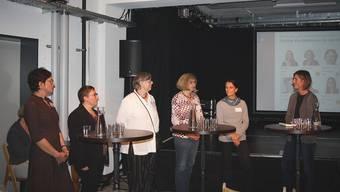 Sie standen Red und Antwort: Die Dietiker Nationalratskandidatinnen am Podiumsgespräch mit Bettina Wolfgramm (ganz rechts). Von links: Kerstin Camenisch (SP), Manuela Ehmann (EVP), Jeanne Pestalozzi (GLP), Christiane Ilg-Lutz (EVP) und Christa Maag (EVP).