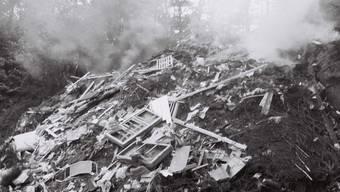 Qualmende Kehrichtdeponie am Rande eines Dorfes: in den Fünfziger- und Sechzigerjahren ein alltägliches Bild. ARCHIV