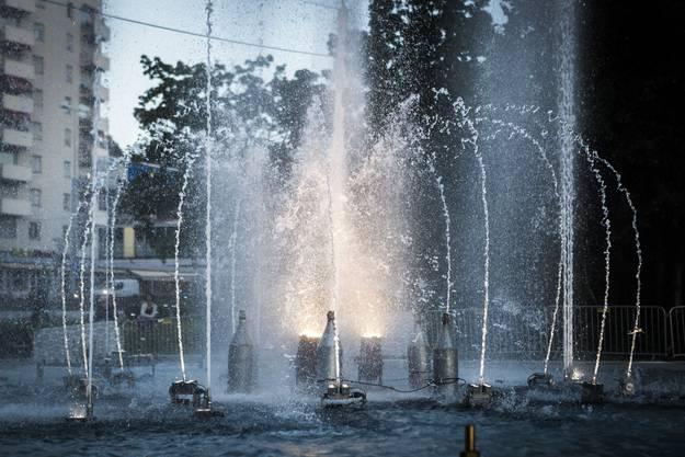 Je nach Perspektive, Lichtverhältnissen und Programmierung wirken die Wasserspiele immer wieder anders.