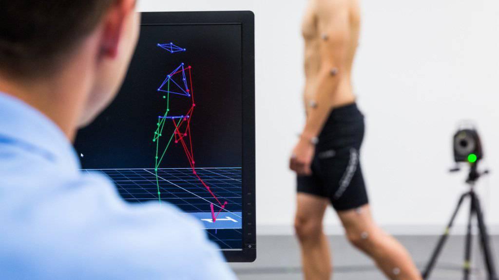 Im Bewegungslabor untersuchen Forschende der ZHAW die Bewegungsabläufe beim Gehen.